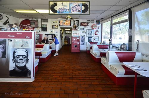 Aurelias Diner interior 2 12x12x18 (1)