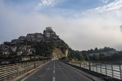 Castel di Tora sunrise from bridge 2 mgpx