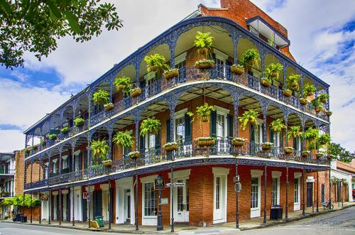 French-Quarter-New-Orleans-building-with-balcony-12x8