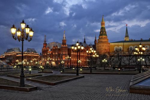 Gorky-Park-and-Kremlin-Moscow-18x12-mgp-s