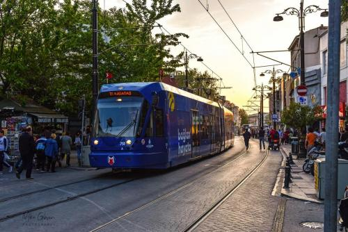 Istanbul-street-with-blue-tram-1800-mgp