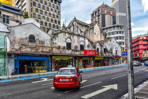 Kuala-Lumup-street-with-red-taxi-12x (1)