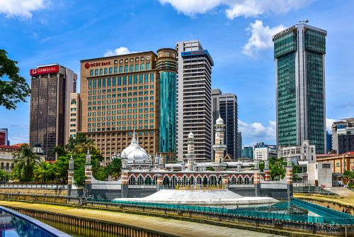 Kuala-Lumup-view-with-mosque-12x (1)