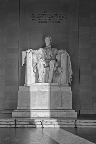 Lincolm Memorial - by the dawn's early light bw