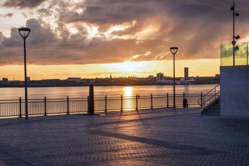 Liverpool sunset Albert Docks 1 MGP