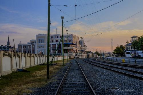 New-Orleans-railway-with-sleepers-12x
