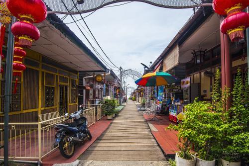 Penang-Gorge-Town-Jetty-1-12x8