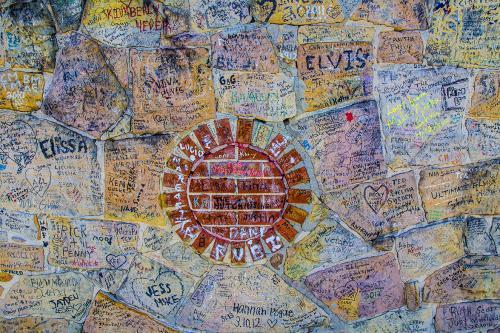 Scrawl-on-the-Wall-outside-Gracelands-12x (1)
