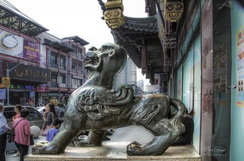 Shanghai-street-sculpture-12x18-2048x2048