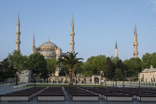 The-Blue-Mosque-Istanbul-12x