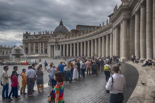 Vatican-City-queue-12x