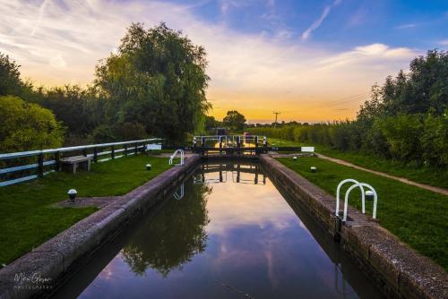 Whilton-Locks-canal-12x18