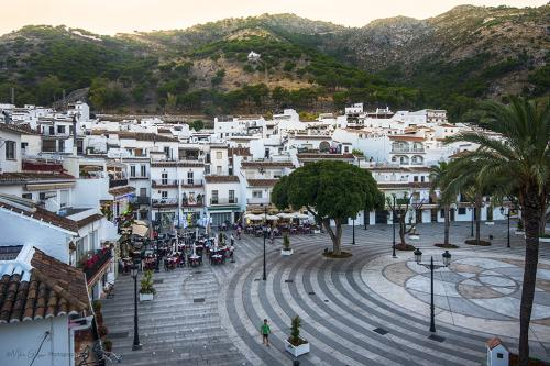 looking-down-at-Mijas-town-square-at-dusk-12x