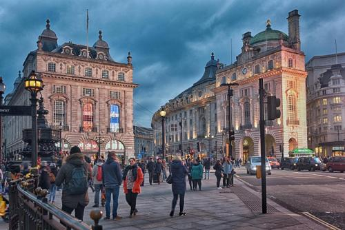 picadilly circus HDR 4